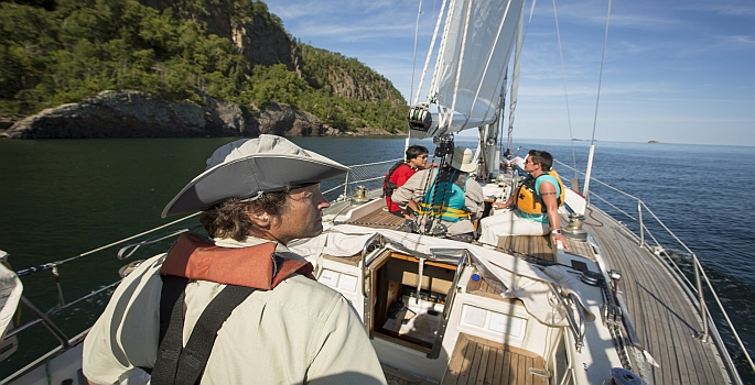 A guided sailing tour with Sail Superior